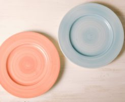 ピンクと水色の食器