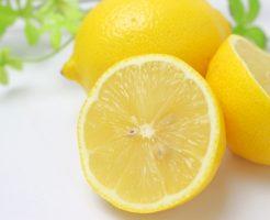 まるごとレモンと輪切りのレモン